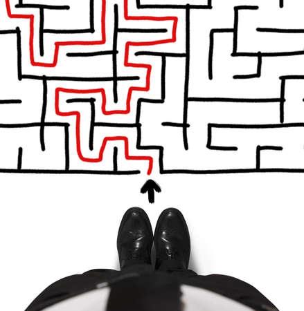 Concept van moeilijkheid met zakenman en doolhof