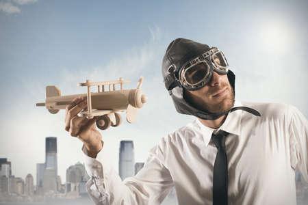 コンセプト: 飛行機の実業家とアクションでビジネスのコンセプト 写真素材