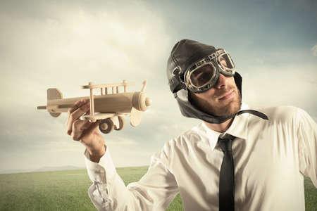 Concept van het bedrijfsleven in actie met zakenman met een vliegtuig