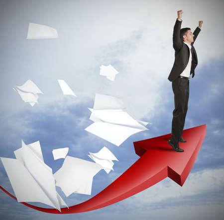 Het succes van een zakenman met positieve cijfers Stockfoto