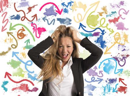 Konzept für schwierige Entscheidungen einer Geschäftsfrau Standard-Bild - 22158074