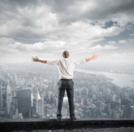 自由のビジネスマンの成功のコンセプト