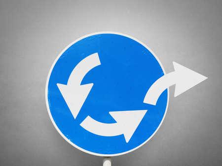 Concept van de ontsnapping uit het bedrijfsleven lus met weg-signaal Stockfoto