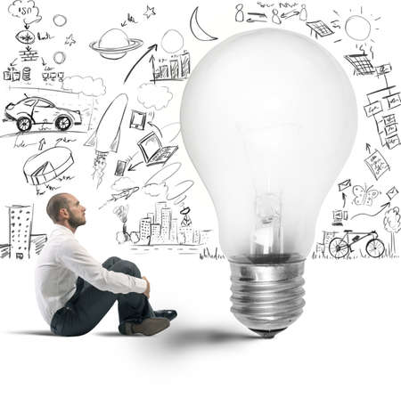 idee gl�hbirne: Konzept der neuen Idee eines Gesch?ftsmannes Lizenzfreie Bilder