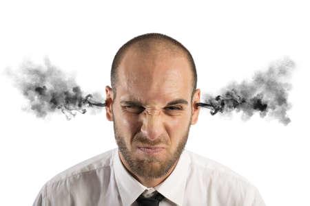 persona enojada: Concepto de estrés en el trabajo con el empresario con el humo Foto de archivo