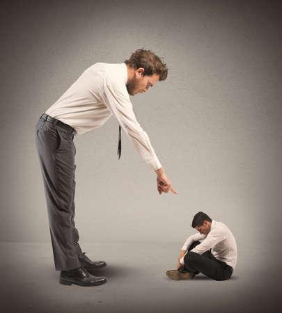 Concept de l'humiliation subie par le patron