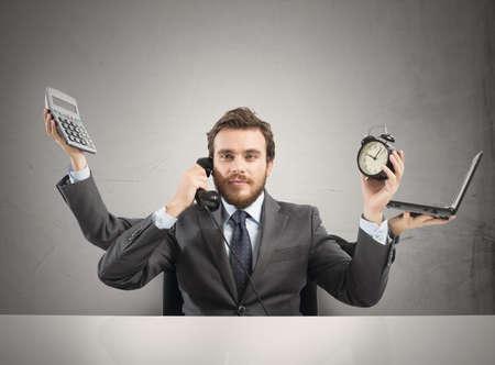 gerente: Concepto de hombre de negocios multitarea que trabaja con más armas Foto de archivo