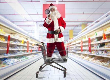 Papá Noel gritando ofertas de Navidad en el megáfono Foto de archivo - 24038008