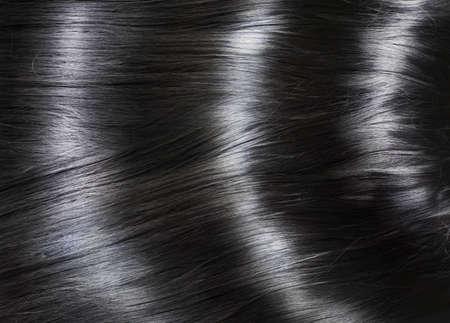 긴 빛나는 검은 머리와 패션 배경