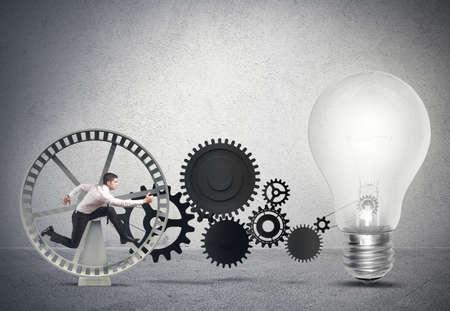 기어 시스템과 아이디어에 전원을 공급하는 사업가 스톡 콘텐츠