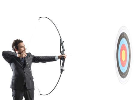Konzept der Bestimmung im Geschäft mit Pfeil und Bogen