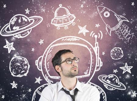 Concept van het dromen zakenman met element van de ruimte