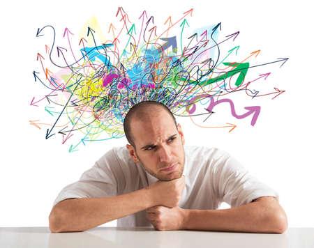 Verwarring van een zakenman met kleurrijke pijl