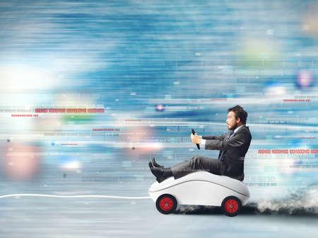 velocidad: Concepto de Internet de alta velocidad con el funcionamiento del ratón