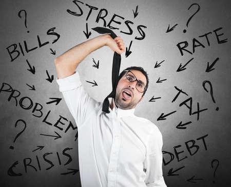 ahorcado: Destacó el empresario con impuestos y crisis problema Foto de archivo