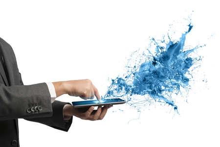 Concept van de creatieve technologie met zakenman en tablet Stockfoto