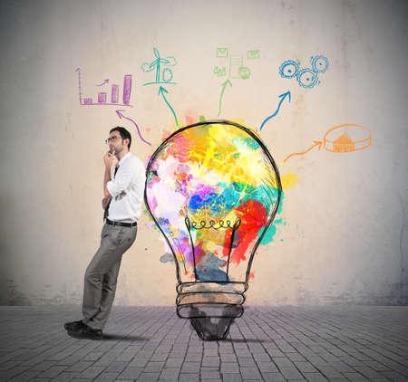 사업가는 새로운 창의적인 아이디어의 생각 스톡 콘텐츠