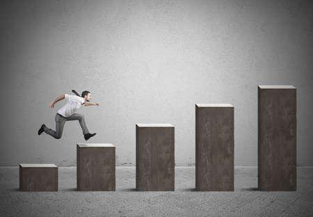 Zakenman stijgt statistiek. Concept van succes en vastberadenheid