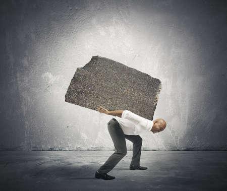 gravedad: Concepto de estrés y la carrera dura un hombre de negocios