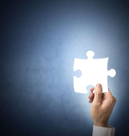 missing piece: Empresario la celebraci�n de la pieza que faltaba del rompecabezas