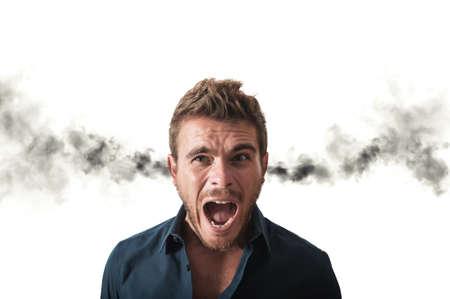 Concetto di affari ha sottolineato con il fumo che esce dalle orecchie