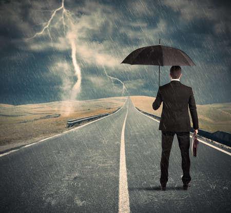 Concept van de crisis met moeilijke lange weg Stockfoto