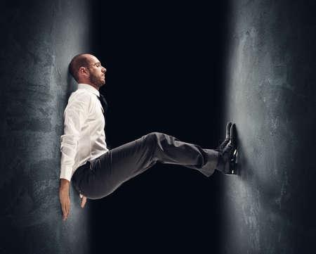 Concept van een gestresste zakenman onder druk