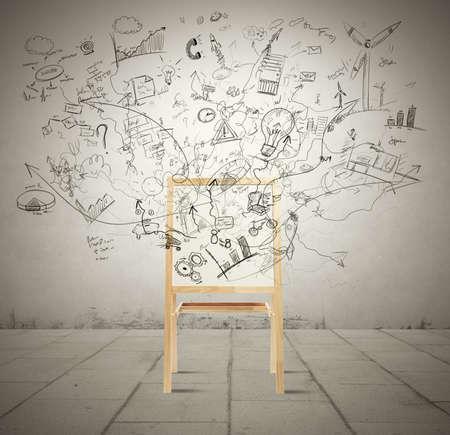 vision futuro: Concepto de la creatividad con la pizarra llena de nuevo proyecto
