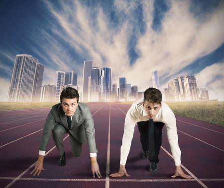 Concept van de concurrentie in het bedrijfsleven met zakenman klaar om te beginnen Stockfoto