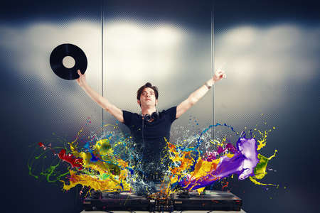 Cool music DJ tocando con efecto splash photo