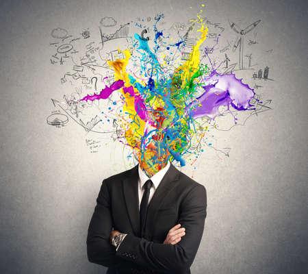 pozitivní: Koncepce kreativní mysli s barevným efektem