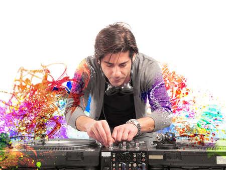 danza: DJ en el trabajo la reproducción de música con una mezcladora Foto de archivo