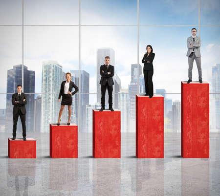 in aumento: Concepto de equipo exitoso con las estadísticas de crecimiento Foto de archivo