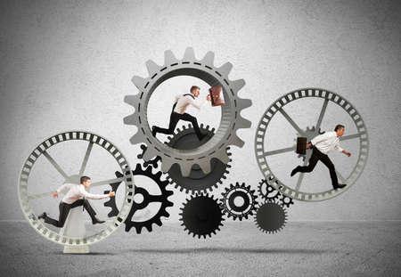koncept: Affärsmekanism system med rinnande företag team
