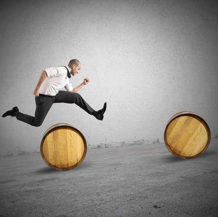 장애물을 점프 사업가와 어려움의 개념