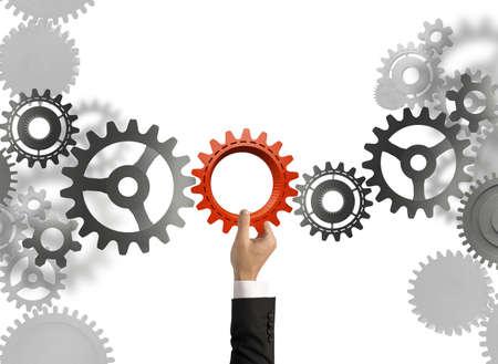 koncepció: Üzletember épít egy üzleti rendszert sebességváltó