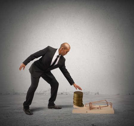 pick money: Trampa concepto de negocio con el empresario tomar dinero de una ratonera