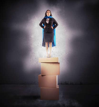 jeune fille: Concept d'affaires de succ�s comme un super-h�ros Banque d'images
