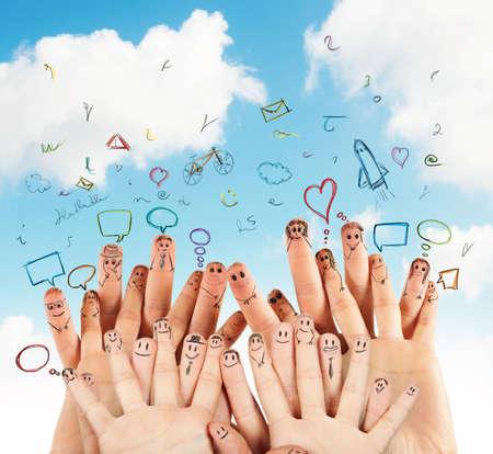 médias: Concept de réseau social avec dessiné à la main