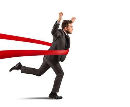 competencia: Concepto de hombre de negocios exitoso en una l�nea de acabado Foto de archivo