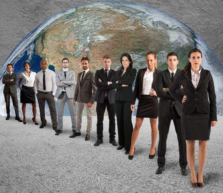 liderazgo empresarial: Concepto de equipo de apoyo global con un equipo de la empresa