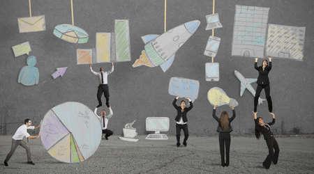business support: Groepswerk bouwt een nieuwe creatieve business project Stockfoto