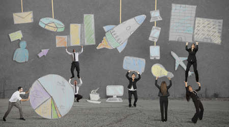 zusammenarbeit: Teamwork baut eine neue, kreative Business-Projekt Lizenzfreie Bilder