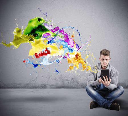 Concept van de Creative-technologie met een jongen met een tablet Stockfoto