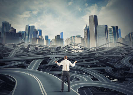 ontbering: Concept van verwarde zakenman wijten aan bureaucratie Stockfoto