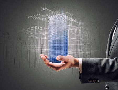edificio: Arquitecto que muestra un proyecto futurista de un edificio