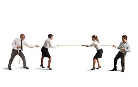 再生の綱引きチームとビジネスの競争 写真素材