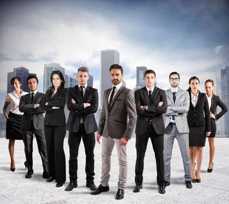 arbeiten: Konzept der Teamarbeit und Partnerschaft mit einer Gruppe von Kaufmann