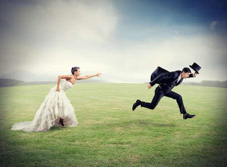 casamento: A mulher prende o homem quer escapar de casamento