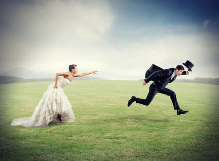 ehe: Frau hält Mann aus der Ehe zu entkommen will Lizenzfreie Bilder